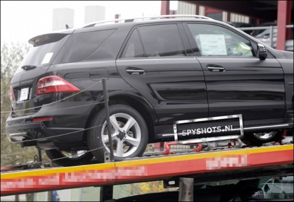 Flagra revela a traseira do Novo Mercedes ML 2012