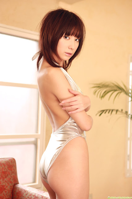 DGC hot girl wallpaper Miu Nakamura.jpg