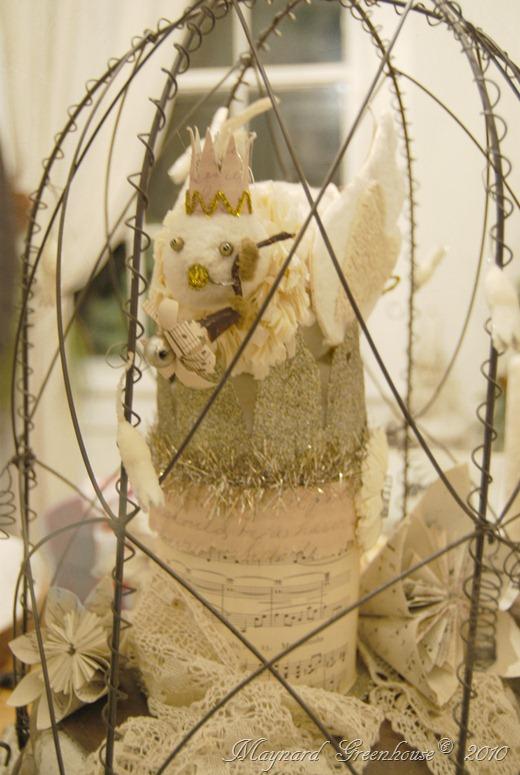 under wire cloche