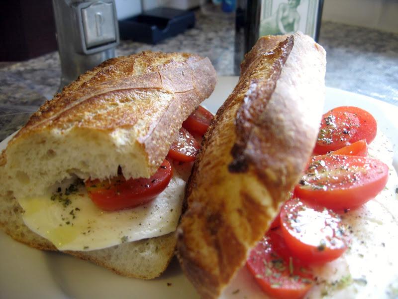 Lunch Recipe: Tomato Mozzarella Sandwich