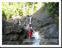 Madulas ang Bato.. bawal gumalaw... :p