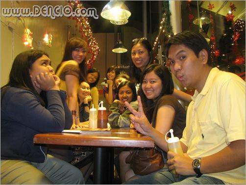 Picture While Waiting... Wait, parang mahalay ang mustard! :p
