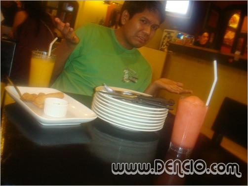 Di nila inaayos ang mga kubyertos! :( Self Service :p