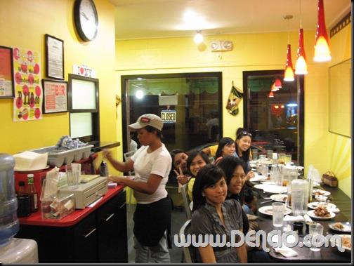 Nasa Likod na namin yung counter.. hehe