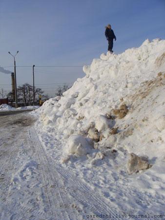Киев, огромный снежный сугроб.