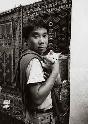 Haruki Murakami with Kafka.jpg