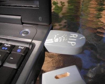 Tombstone usb flash drive