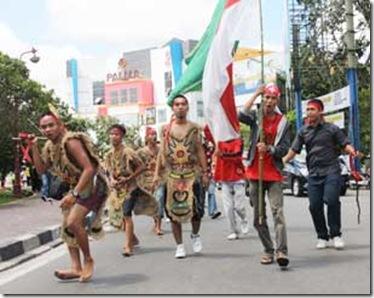photo Warga Dayak Kalbar Protes Pernyataan Profesor Thamrin Amal Tomagola