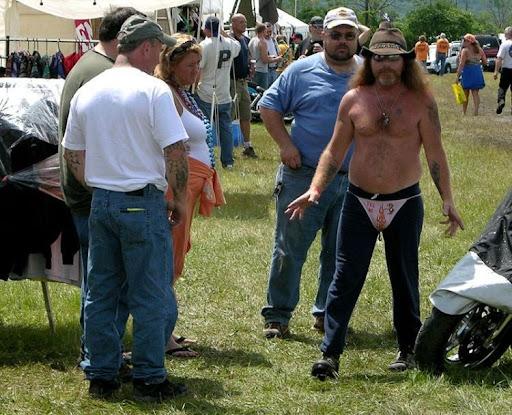 Festa estranha com gente esquisita