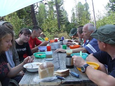 Die erste gemeinsame Malzeit in unserer Picknicklounge.