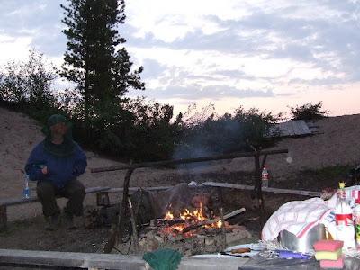 Den Abend lässt jeder auf seine Weise ausklingen - besonders romantisch ist es natürlich am Lagerfeuer.
