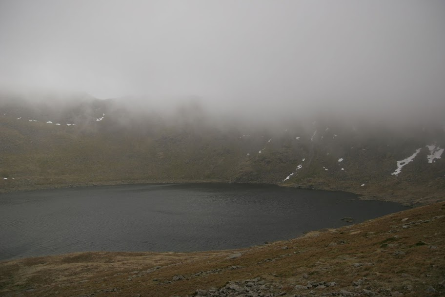 Red Tarn suddenly appears in the mist