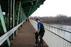 Wycieczka ma tradycyjny przebieg: przeprawa na druga stronę Wisły mostem Gdańskim.