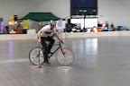 Kolarz Kubacki w trakcie bikepolowania.