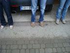 Niektórzy mają na tą okoliczność specjalne obuwie ;-)