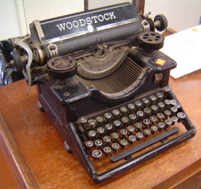 image of a 1925 Woodstock typewriter