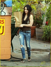 vanessa-hudgens-black-beanie-beauty-16