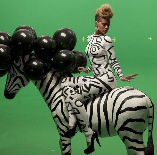 rihanna-zebra-rude-boy-music-video-05