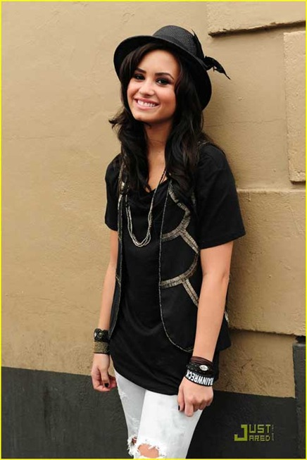demi-cris-brown-2