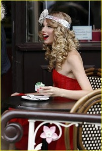 taylor-swift-coca-cola-cute-01