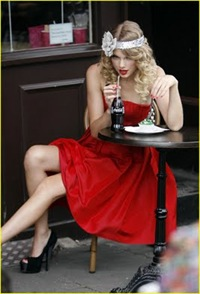 taylor-swift-coca-cola-cute-18