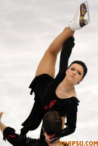 Israel's Alexandra Zaretsky and Roman Zaretsky compete in the Ice Dance Free program at the Pacific Coliseum in Vancouver, during the 2010 Winter Olympics on February 22, 2010.  AFP PHOTO / Dimitar DILKOFF (Photo credit should read DIMITAR DILKOFF/AFP/Getty Images)