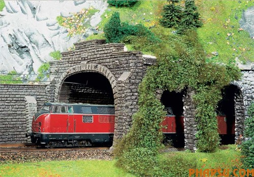 model-train-set-at06.jpg