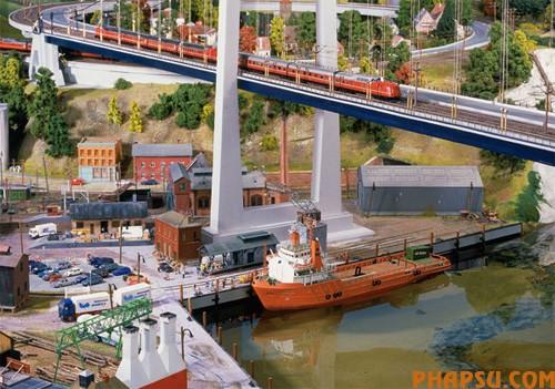 model-train-set02.jpg