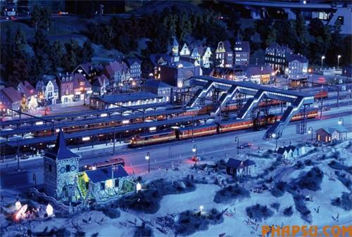 model-train-set04.jpg