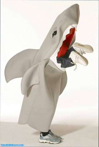 disfraz-infantil-de-tiburon-come-niños