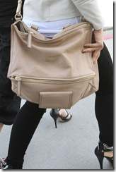 mena-suvari-and-givenchy-medium-pandora-messenger-bag-gallery