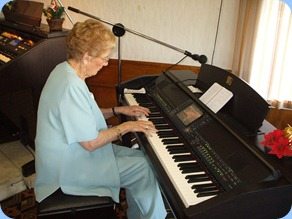 Margaret Massey kindly played the arrival music for us. What a wonderful pianist!