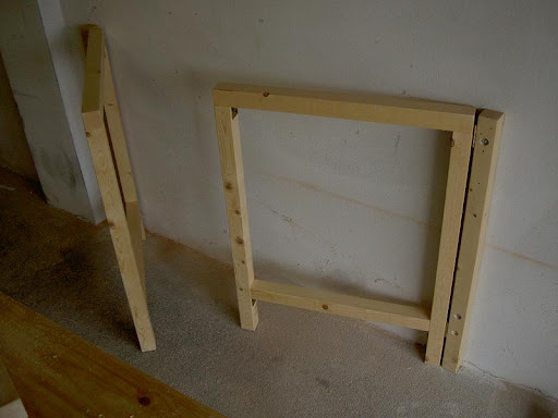 Radici il tavolo da lavoro nel box - Tavolo a muro fai da te ...