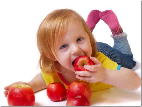 女孩吃蘋果