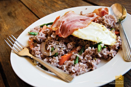 Vegetable rice with bacon and egg