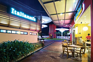 Dining Al Fresco at Centris Walk