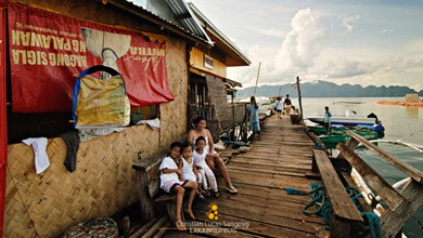 Locals Near Coron&#39;s Lambingan Bridge