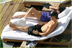ryan-kwanten-shirtless-sunbathing-in-hawaii-05
