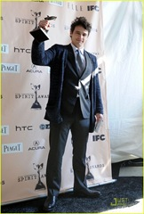 james-franco-spirit-awards-2011-winner-05