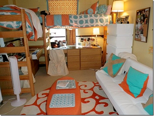 Cote de texas elisabeth s dorm room for Cool dorm room setups