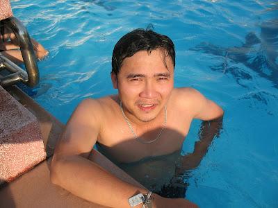Một người biết bơi sau 5 phút