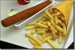 Картофель фри и сосиска