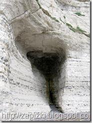 Пещера в скале.