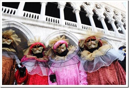 Carnevale 2011 - foto il martedi grasso a venezia - maschera ed erotismo9