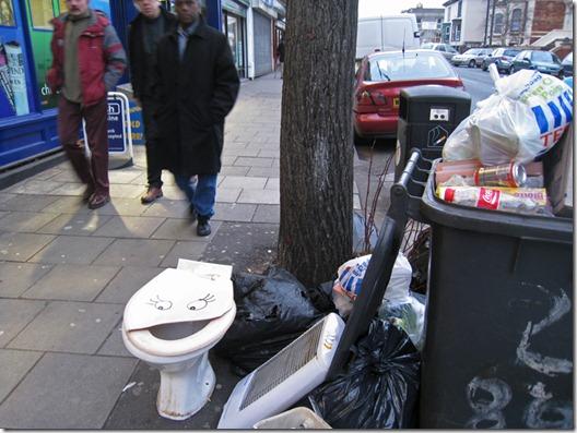 Intervenção Urbana filthy luker (5)