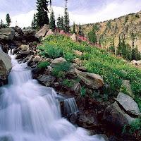 Cachoeira e montanhas.jpg