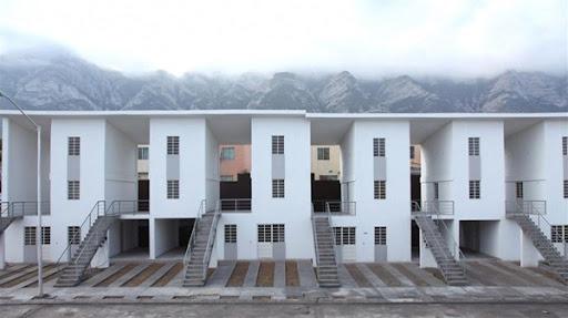 la propuesta incluye una vivienda en planta baja y un dplex en planta alta con el acceso por la escalera y una terraza exterior por vivienda podra haber