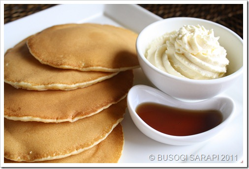PANCAKES WITH WHIPPED VANILLA CREAM & SYRUP PIC2© BUSOG! SARAP! 2011