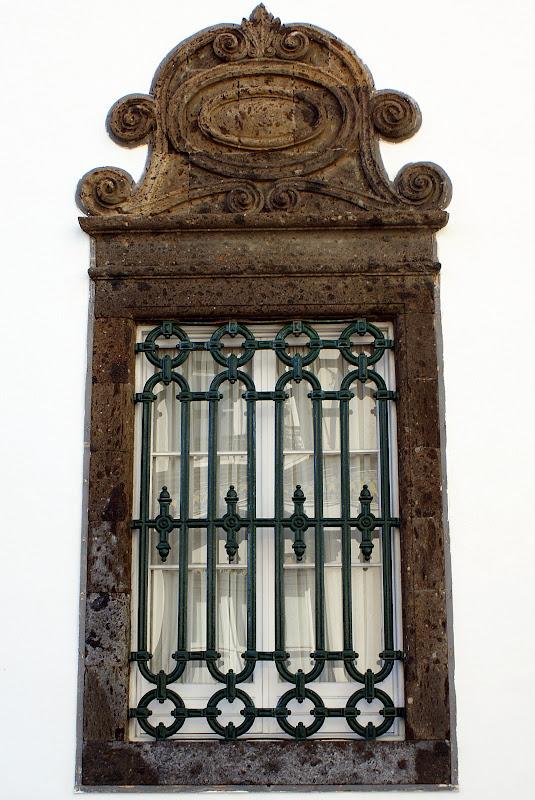 Por trás daquela janela, Fernando Pessoa