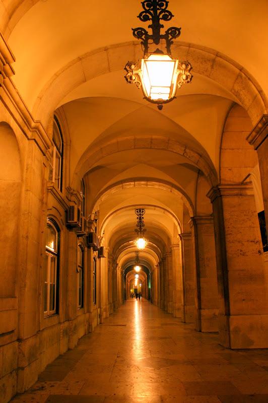 Arcadas da praça do comércio em Lisboa